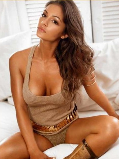 Sexy Ashley Ann Vickers gallery :