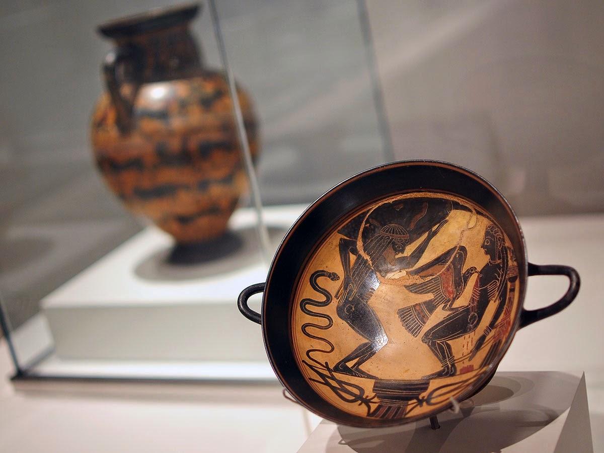 Kylix de figuras negras con escena de Prometeo y Atlas c .550 BC