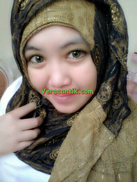 Foto Cewek Cabe-cabean Berjilbab Cantik Buah Dada Super Montok Terbaru