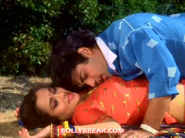 mandakini being romanced by her hero - (4) - Mandakini hot photos from the Old Times