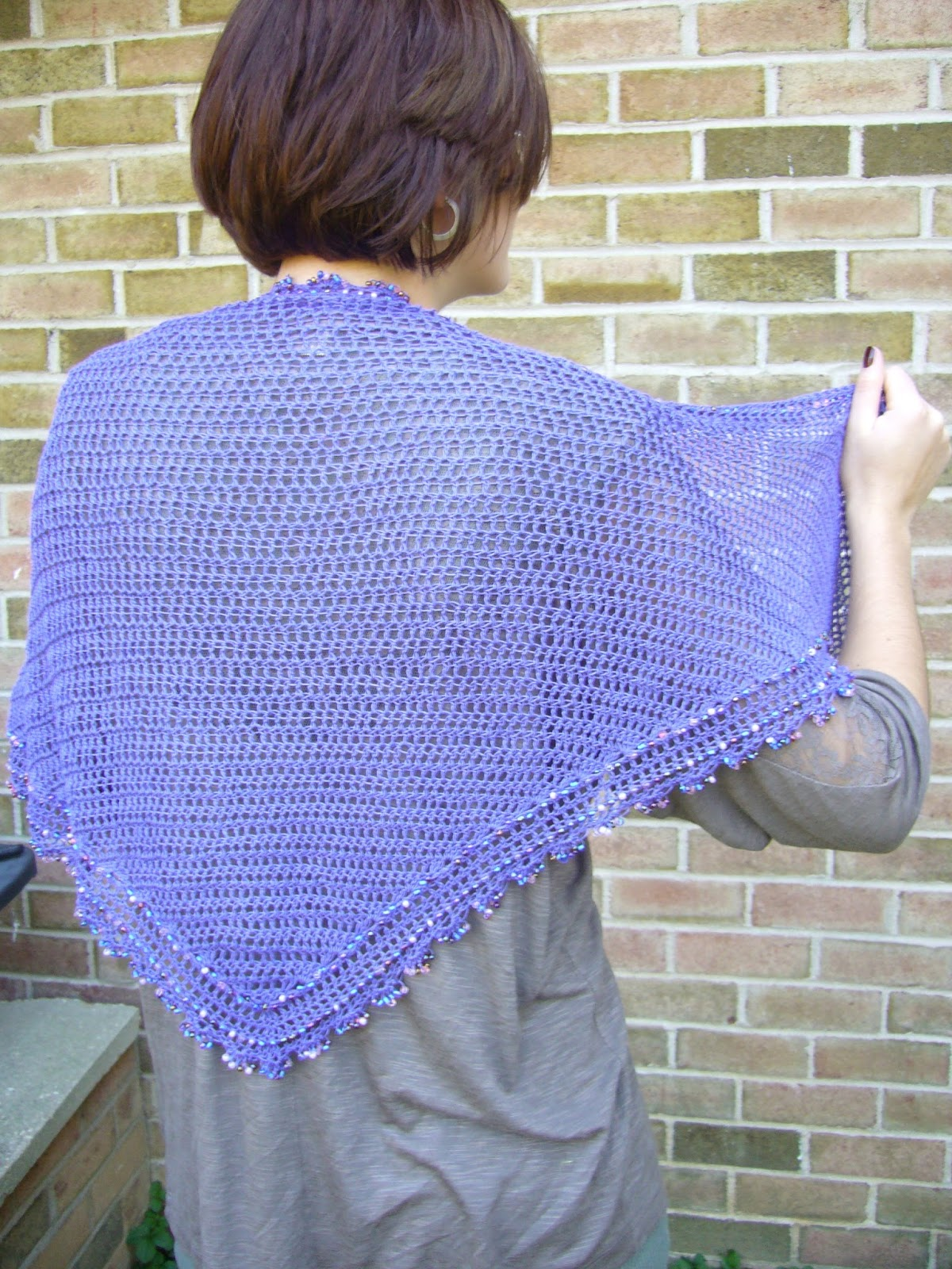 Crochet Scarf Pattern With Beads : abigailology: Crochet: Senior Week Beaded Triangle Scarf