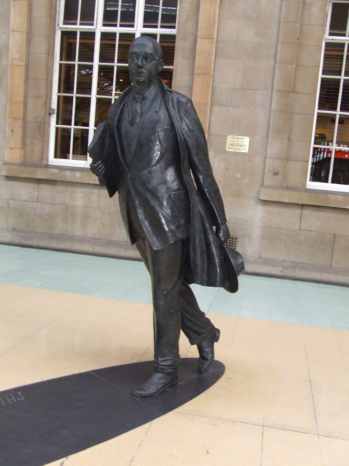 the tanjara at hull station philip larkin statue by sculptor martin jennings