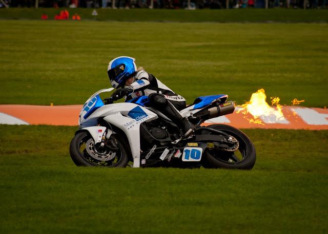 Le meilleur pilote de tous les temps - Page 6 Blog-Cadwell+Park+British+Superbikes+2011+%252810+of+13%2529