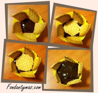 Fondant y más. Preparando la base del cupcake de galleta y chocolate II