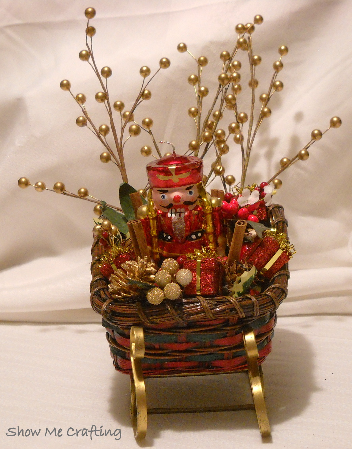 Show me crafting christmas sleighs Small christmas centerpieces