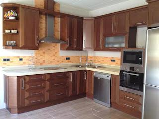 Carpinteros: muebles de cocina