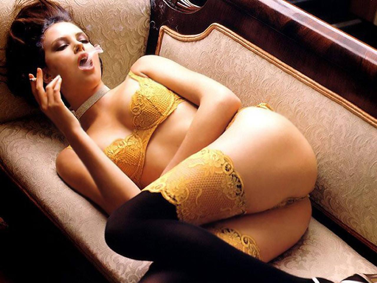 http://3.bp.blogspot.com/--7kBGo2DeyI/T5f5mDpc1nI/AAAAAAAAEWM/jfVP1DeJvOU/s1600/Charlize+Theron+Hot-4.jpg