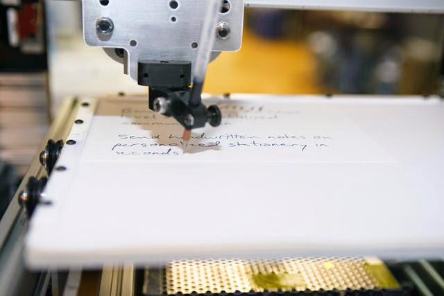 روبوت قادرا على تقليد أسلوب الكتابة