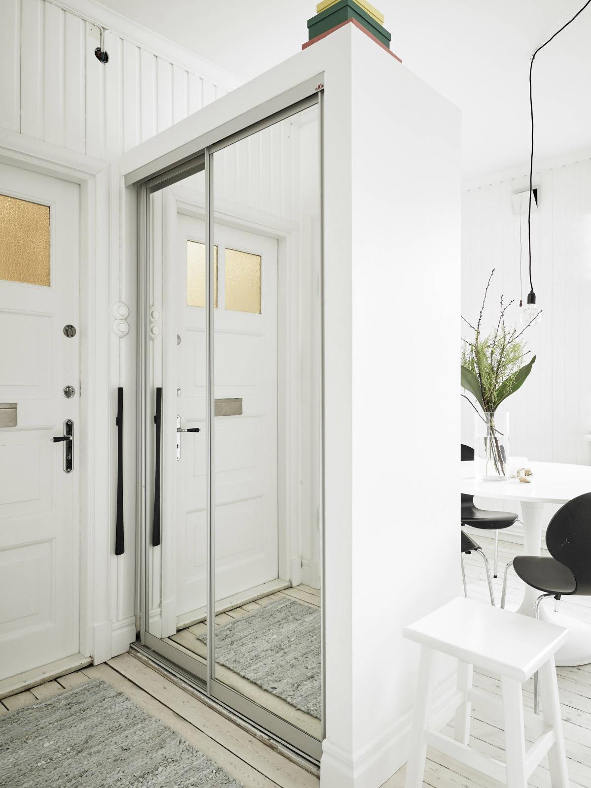 Essa é uma das soluções eficientes para quitinetes . Separar os  #856E46 1199x1600 Banheiro Branco Pequeno Decorado