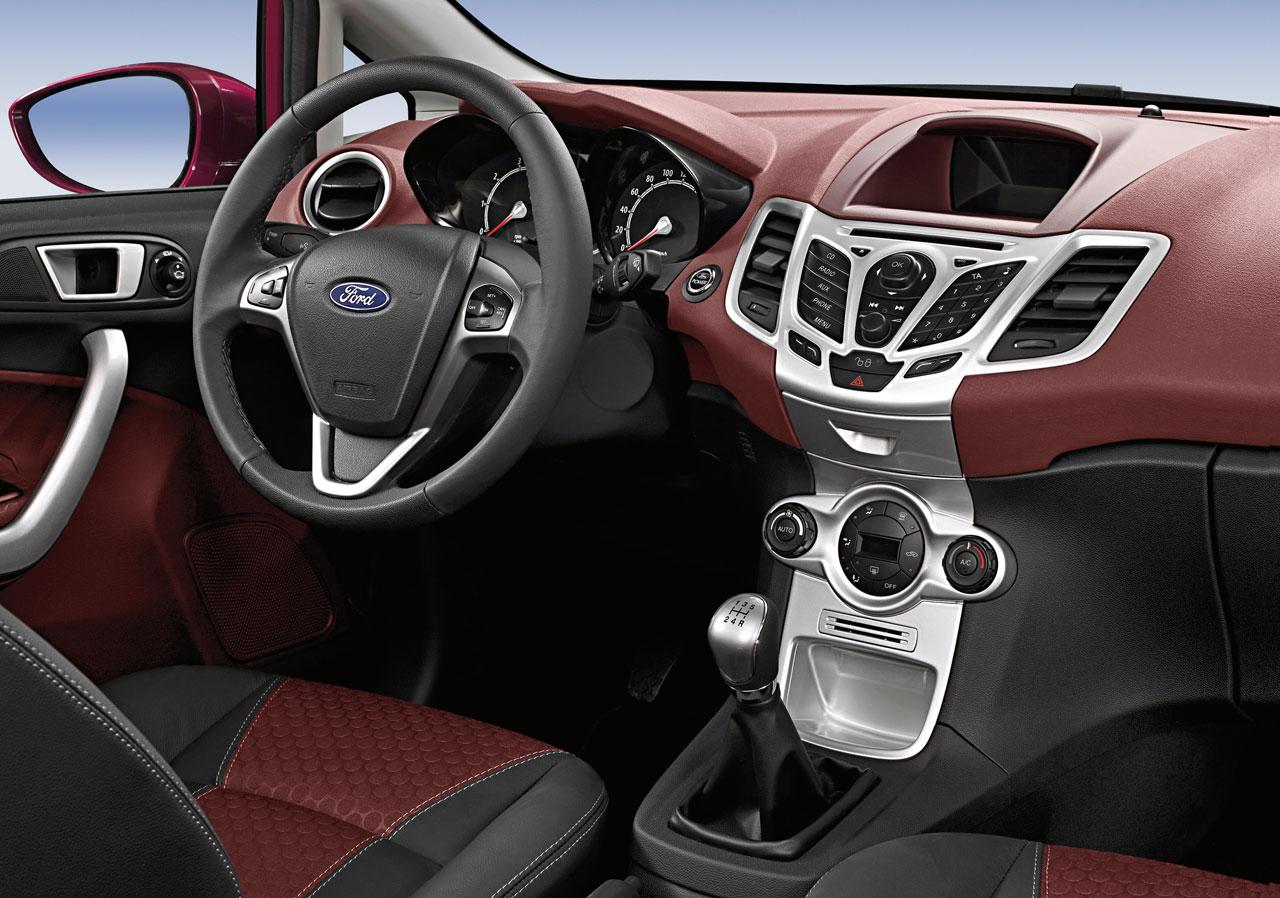 http://3.bp.blogspot.com/--83Sol-8m_s/TilRqEEP2ZI/AAAAAAAABDI/OIjugkpLiuc/s1600/Ford-Fiesta-Interior-01-lg.jpg