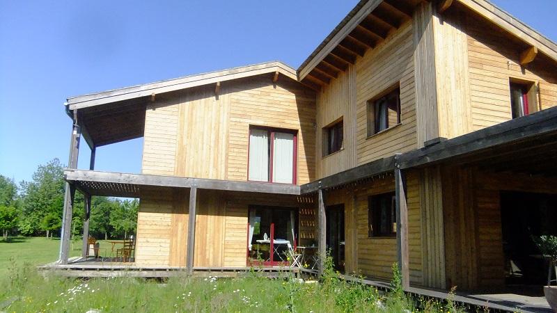 Charpentier ecoconstructeur en dordogne 24 maison ossature bois m o b for Construction maison en bois vendee