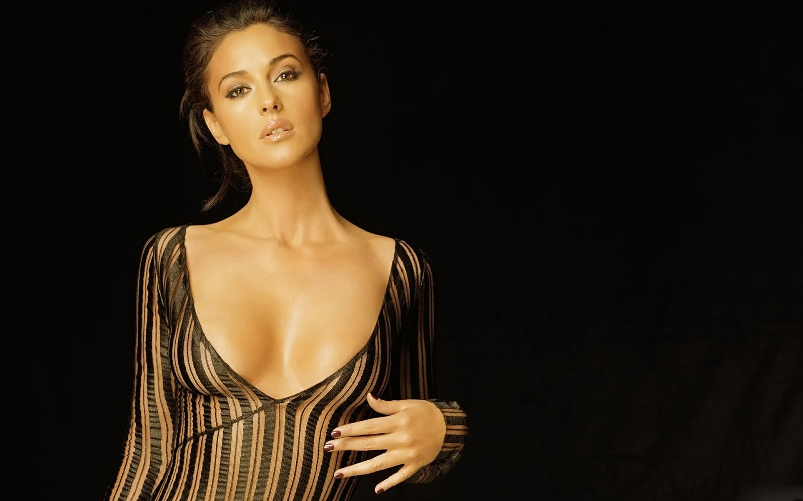 Sexy Monica Bellucci W...
