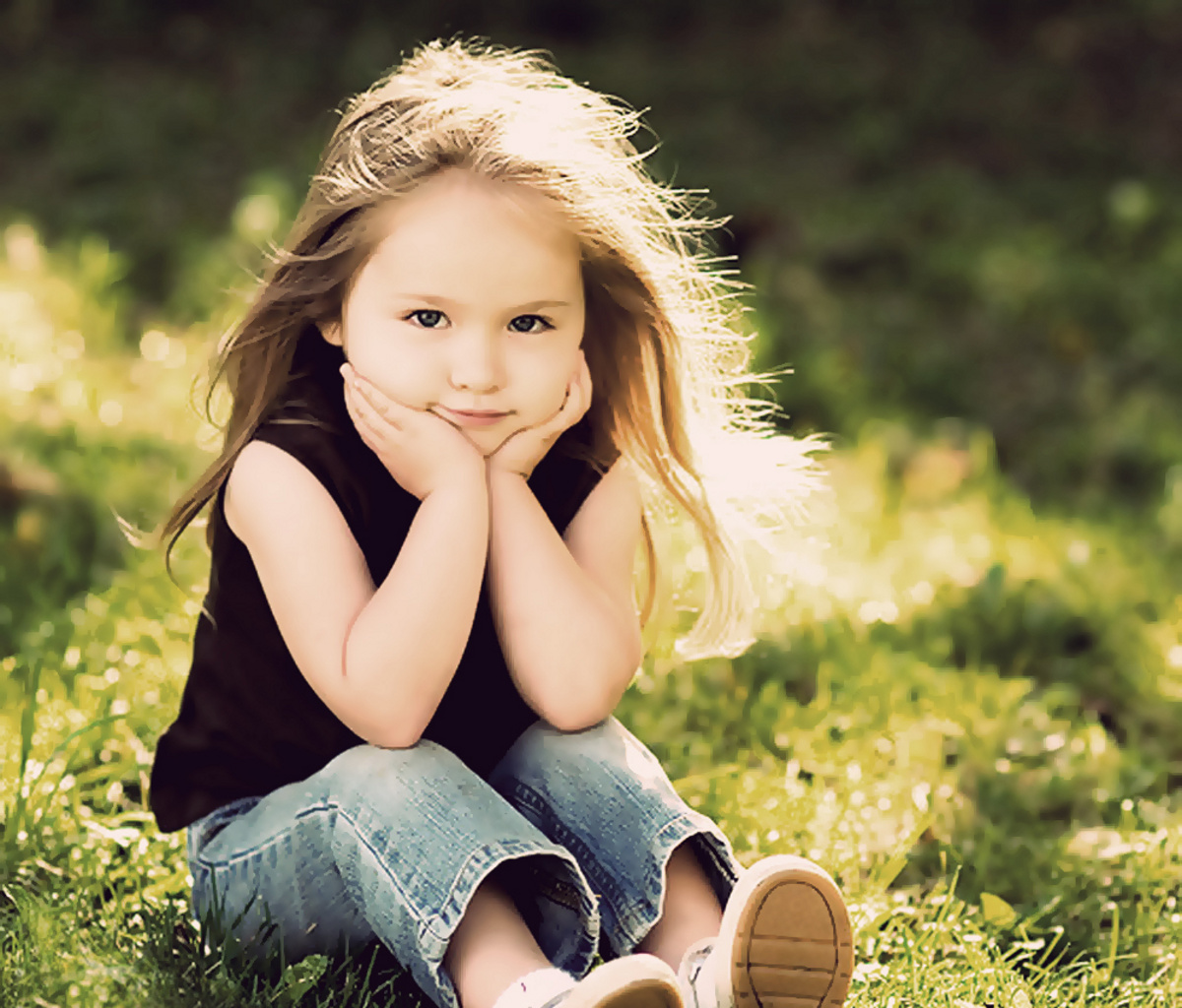 Small Girl Love Wallpaper : Baby Wallpapers Desktop Wallpapers