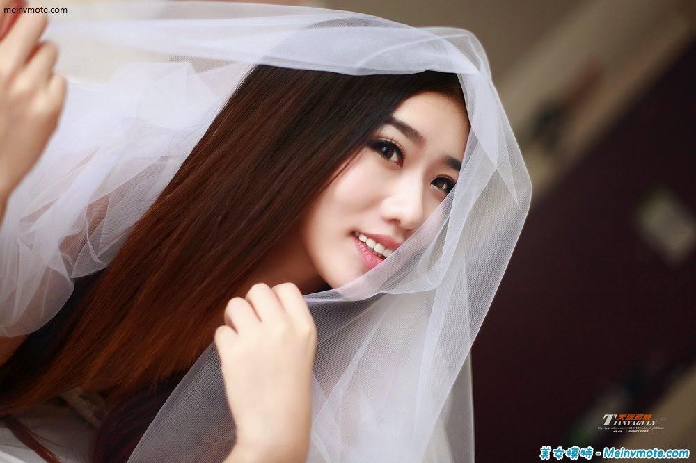 Demure girl Baoshan appeals to the imagination