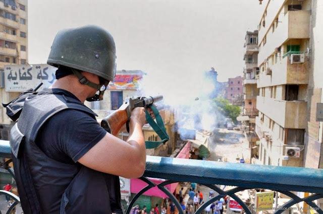 صور تُنشر لأول مرة لأحداث ميدان الجيزة ونفق الهرم أثناء مذبحة الفض 1472988_10202609914469502_449608135_n