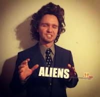 disfraz meme aliens