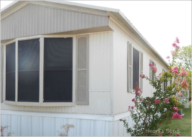 My heart 39 s song mobile home exterior before after for Images of manufactured homes interior and exterior