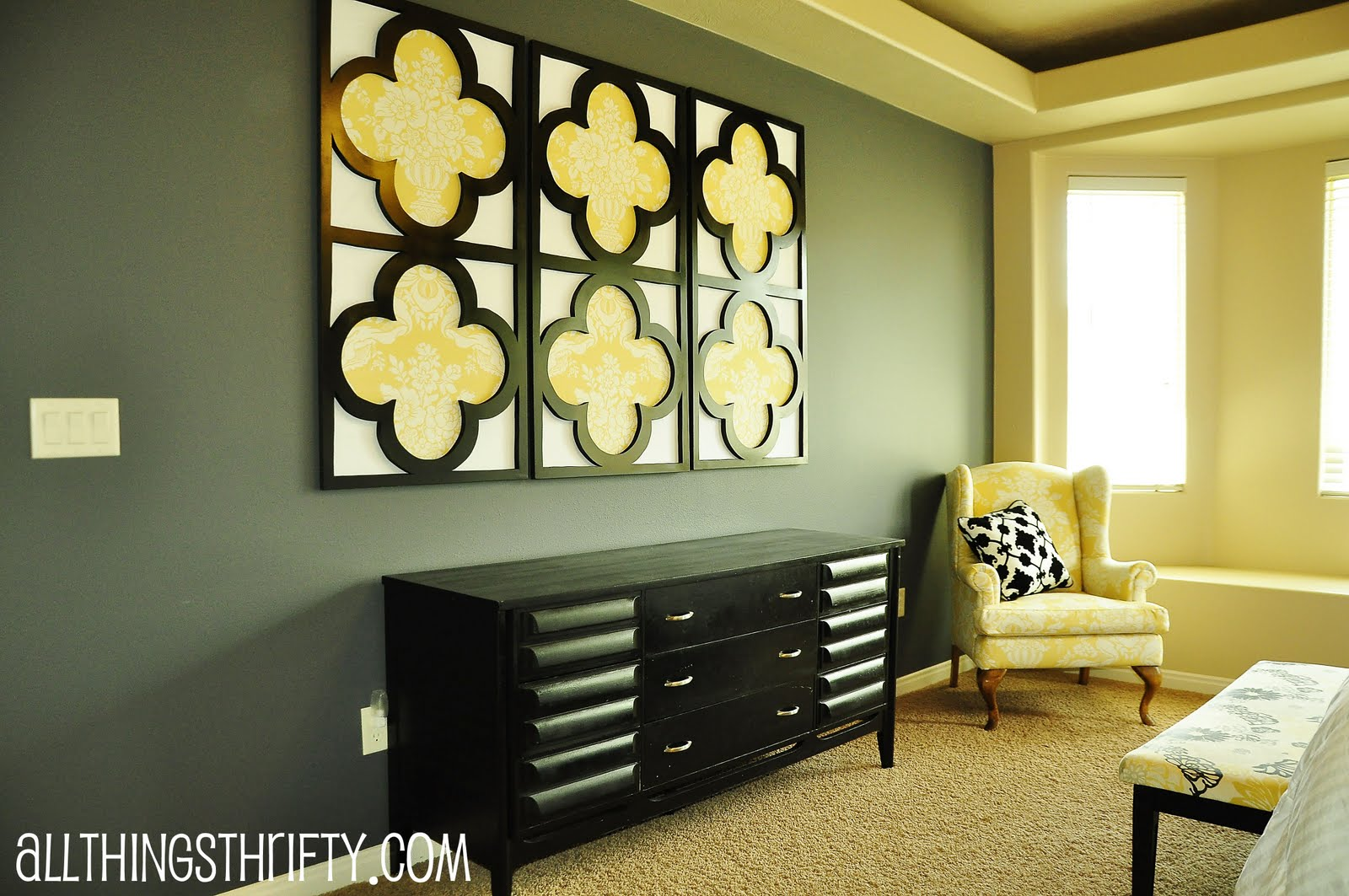 Tutorial quatrefoil diy decorative wall art for Diy wall mural ideas