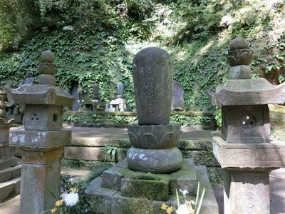 天秀尼の墓