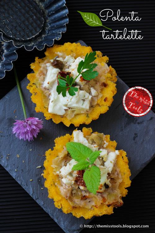 polenta tartelette con porro cremoso e feta - polenta tarts with leek and feta cheese