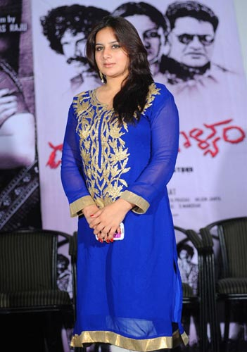 dandu-palyam-movie-heroine-pooja-gandhi-stills