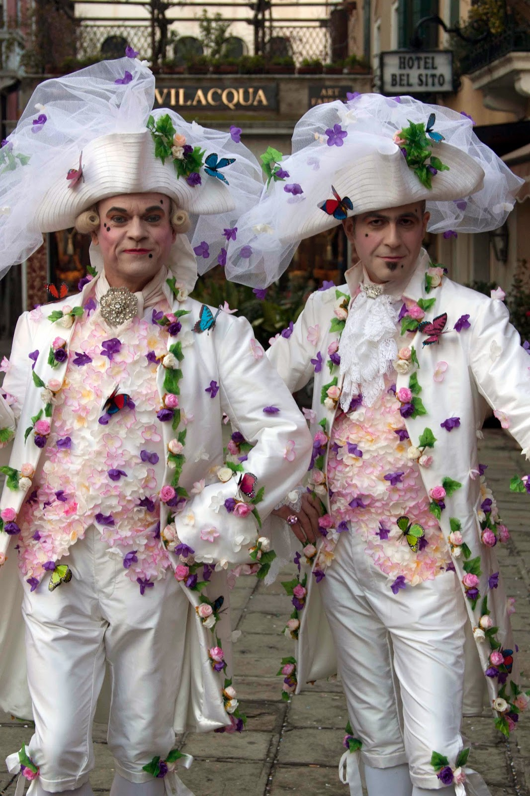 Carnival in Venice: dressed up dandies