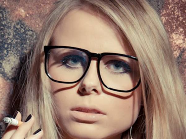 How to choose a hairstyle for women with glasses hot fashion tips