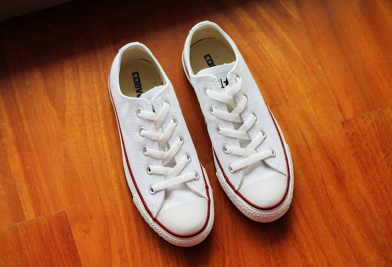 all stars white sneakers converse