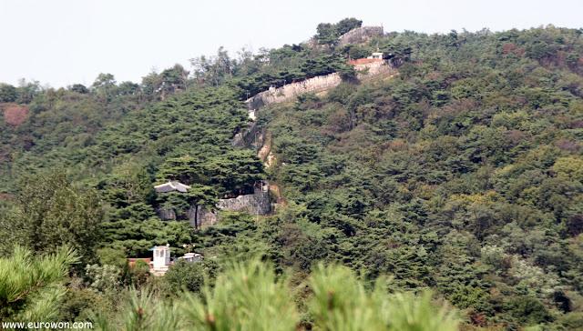 Muralla de Seúl en la montaña Bugaksan