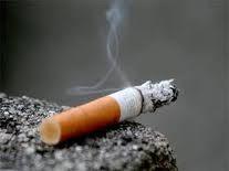 na poti s službene večerje │ cigareta │ dogori na tleh