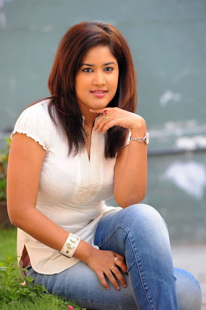 Sowmya Hot in Tight Jeans Photos