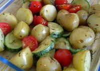 Batatas Assadas com Abobrinha e Tomate-Cereja