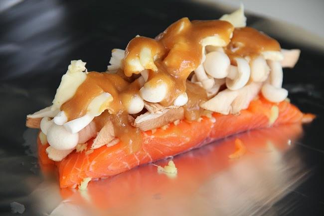 Лосось, запеченный с грибами под мисо соусом