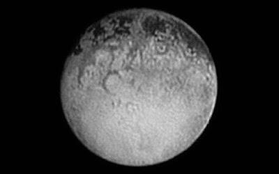 Hipernovas: New Horizons Manda Para a Terra a Última Foto das Quatro Grandes Machas Escuras em Plutão [Artigo]