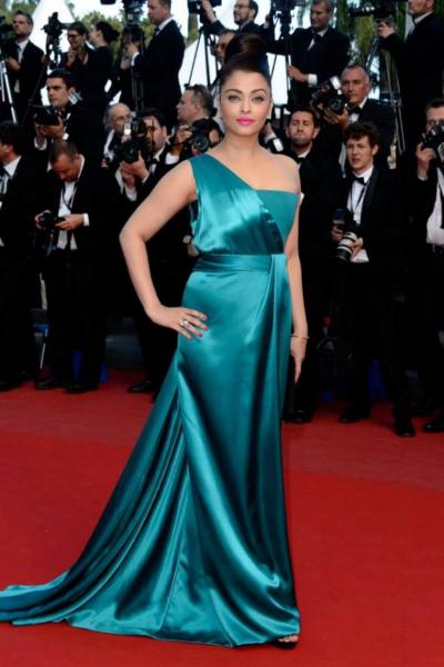gorgeous diva Aishwarya rai latest photos at cannes 2013