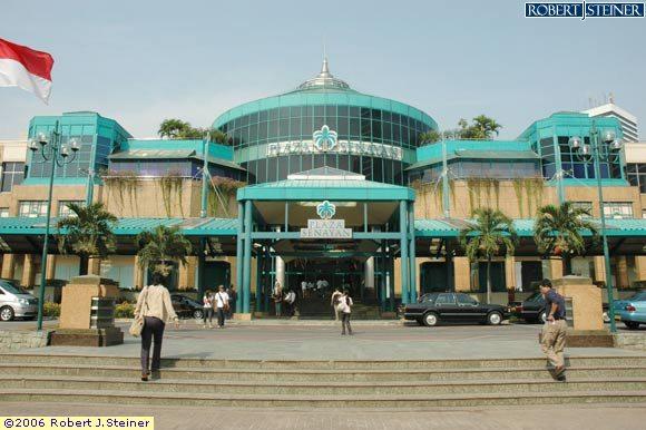 ... di kawasan senayan tepatnya di jalan Asia Afrika senayan Jakarta