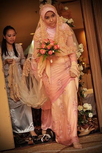 Muslim fashion 2012 fashion wallpaers 2013 malaysian for Wedding dress malaysia online