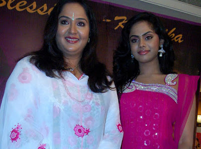 Actress Radha Family http://all-movies-hub.blogspot.com/2011/06/karthika-radha-family-photos.html
