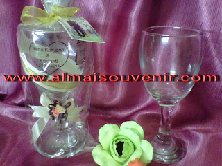 Souvenir gelas wine, souvenir pernikahan gelas, souvenir pernikahan eksklusig, souvenir gelas
