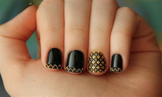 Black wavy Nail Art Designs