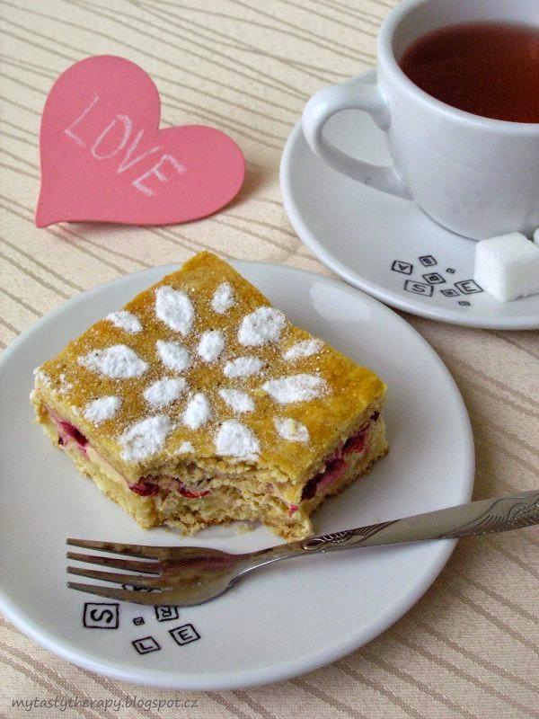 Tvarohovo-rybízový koláč ze špaldové mouky