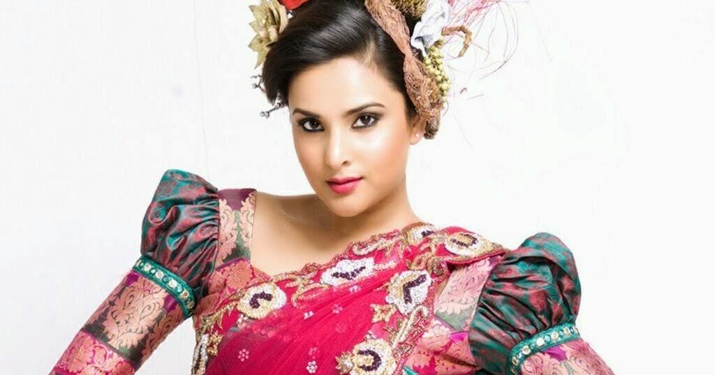 Filmi Masala: Cute And Hot Divya Spandana Sizzle In Saree