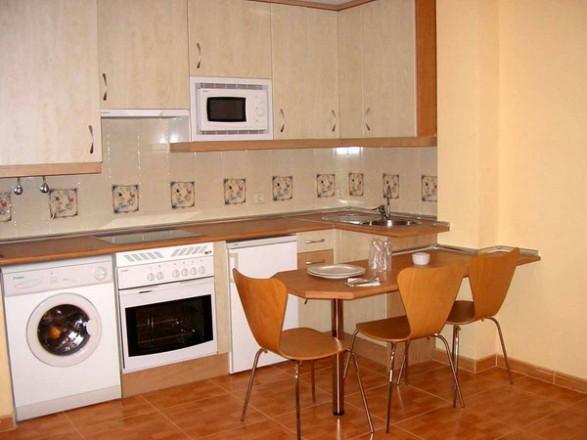 Consejos para decorar cocinas peque as c mo dise ar - Decorar muebles de cocina ...