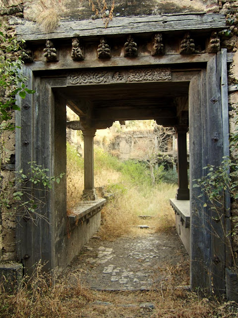 carved entrance to the Sardar Purandare Wada at Saswad