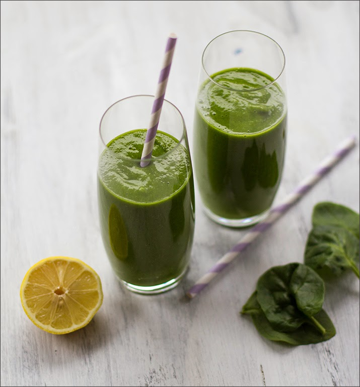 Grüner Smoothie im Glas, Green Smoothie