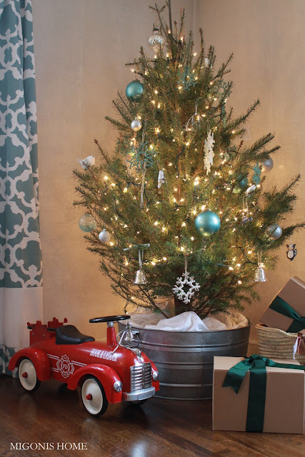 How to Decorate A Christmas Tree: Galvanized Bucket Christmas Tree Stand