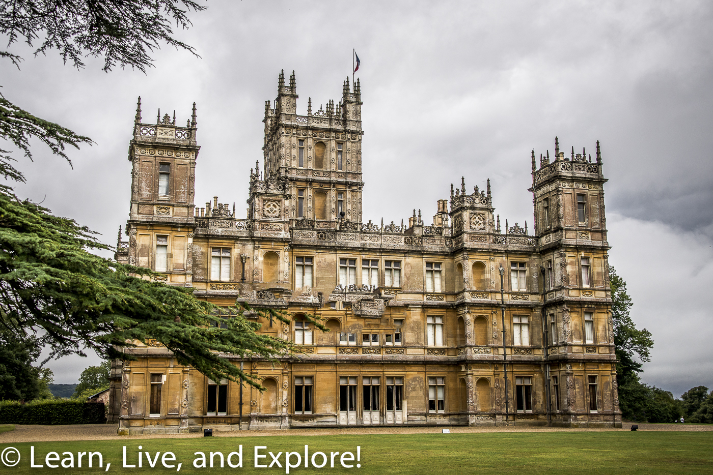 Downton abbey 39 s highclere castle learn live and explore - Chateau downton abbey ...