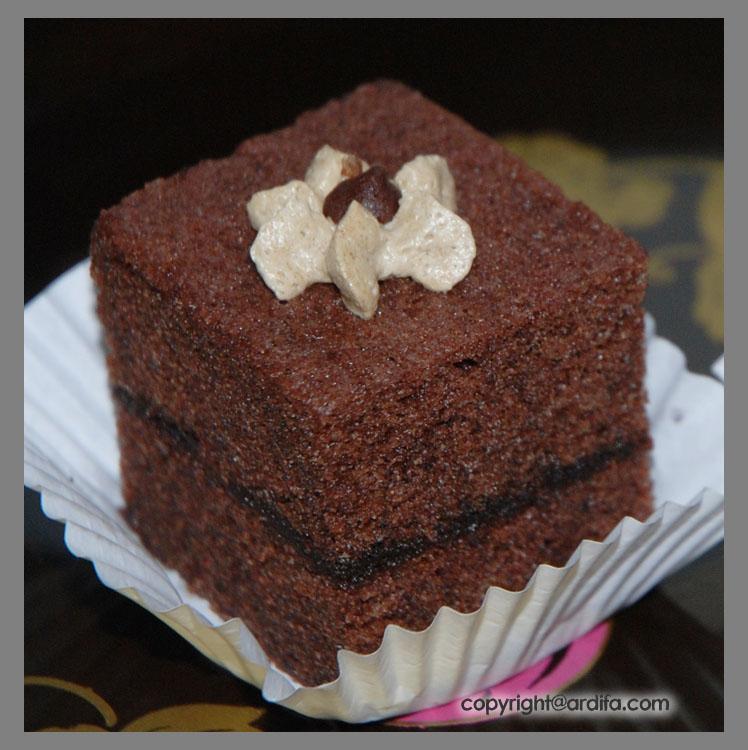 kue brownies adalah kue yang rata rata campuran dalam memasaknya ...