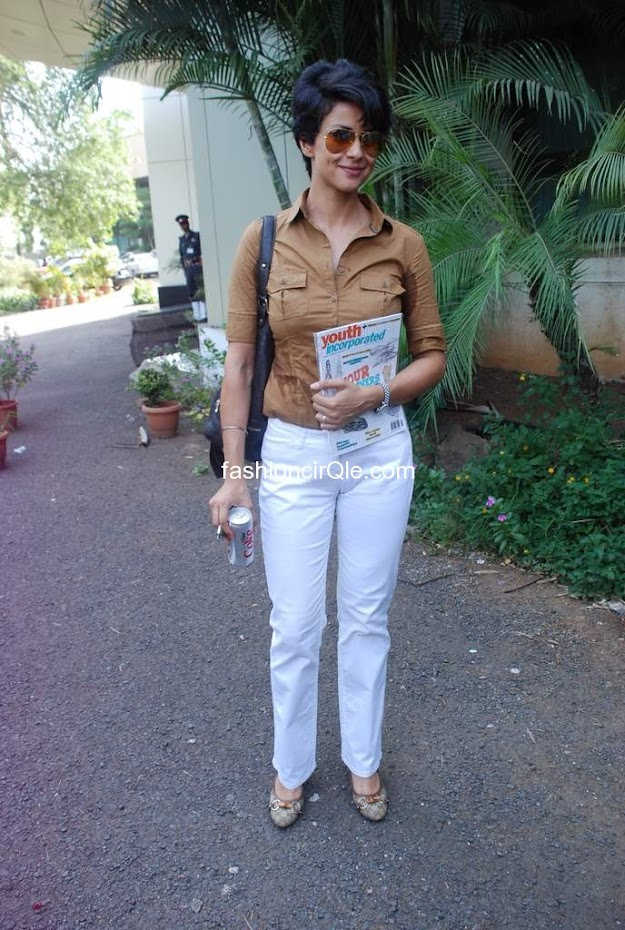 Gul panang is always a style leader. Here she wears in fashion white pants and a brown buttoned shirt -  Gul Panag looks desirable at Inspiration 2012 of Whistling Woods