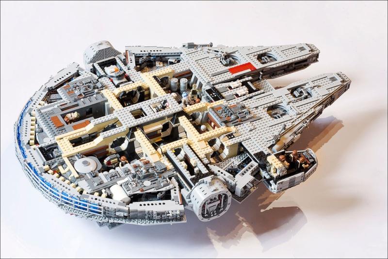 Legoreve millenium falcon lego 10179 for Interieur faucon millenium